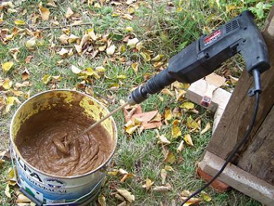 замешивание раствора из глины миксером