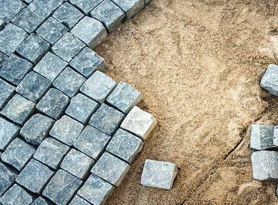 монтаж тротуарной плитки на сухую смесь цемента с песком