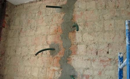 ремонт трещины в кирпичной стене